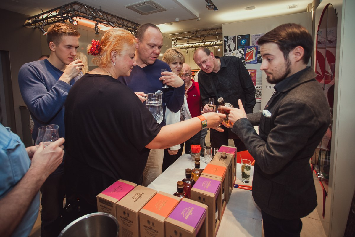 Стенд компании Marussia Beverages с линейкой виски Glenrothes