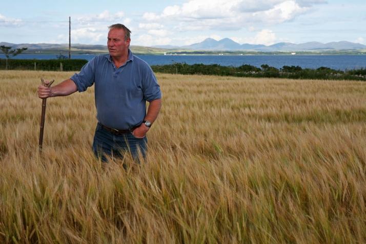 Джеймс Браун на поле Лоргба (Lorgba)