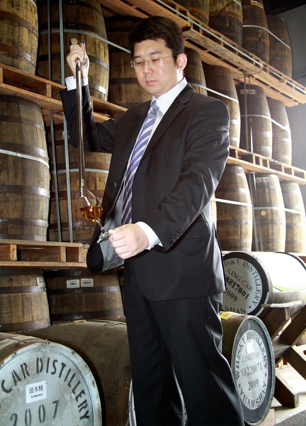 Мастер дистилляции винокурни Kavalan Ян Ченг ( Ian Chang)